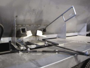 Used in conjunction with electric SRT II roll tarps and electric vibrators, Adams' new 304 stainless steel safety ports keep customers on the ground and off the ladder.
