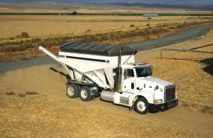 Willmar 1600 Rear Discharge Tender | AGCO/Willmar