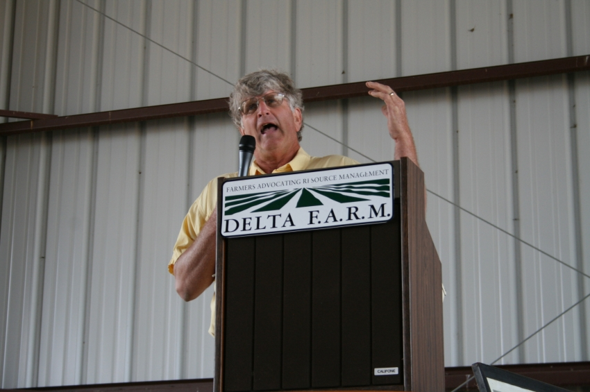 Pete Hunter, Stovall Farms, a Delta F.A.R.M. grower during a 2012 CTIC tour stop.