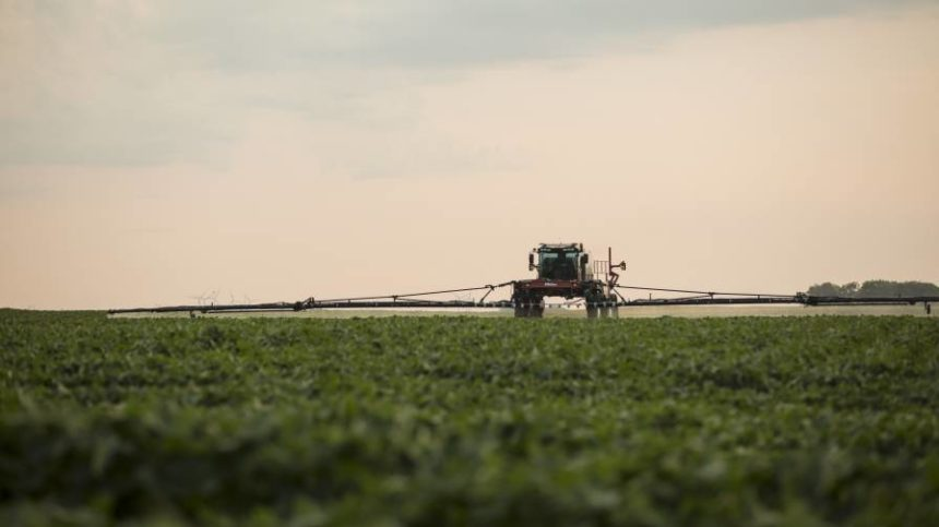 Monsanto, Adjuvants Unlimited Develop Dicamba Spray Tank Cleaner