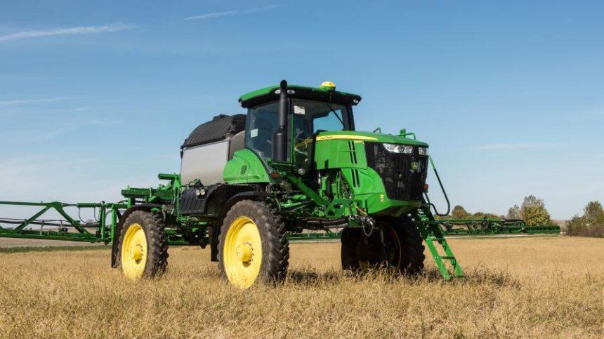 John Deere Adds R4044 Sprayer to Self-Propelled Applicator Line