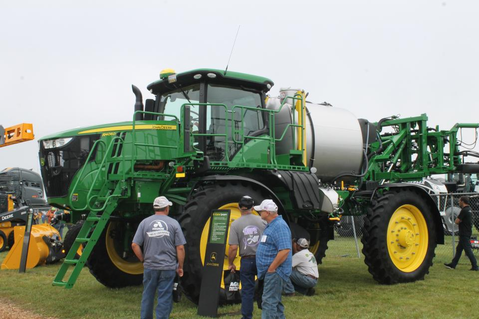 John Deere R4060 Self-Propelled Sprayer Wins 2019 MAGIE ShowStopper Award