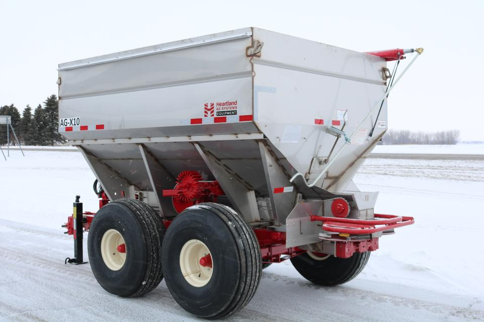 14 Fertilizer Spreaders Designed With Flexibility in Mind